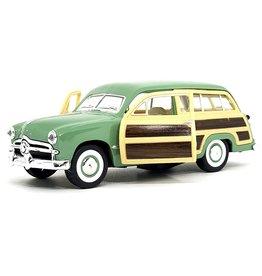 Kinsmart Kinsmart Die-Cast 1949 Ford Woody Wagon KT5402D-GREEN