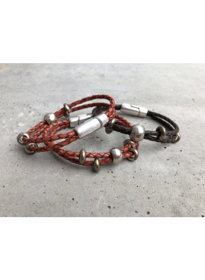 Braided  leather bracelet w. silver/bronze beads