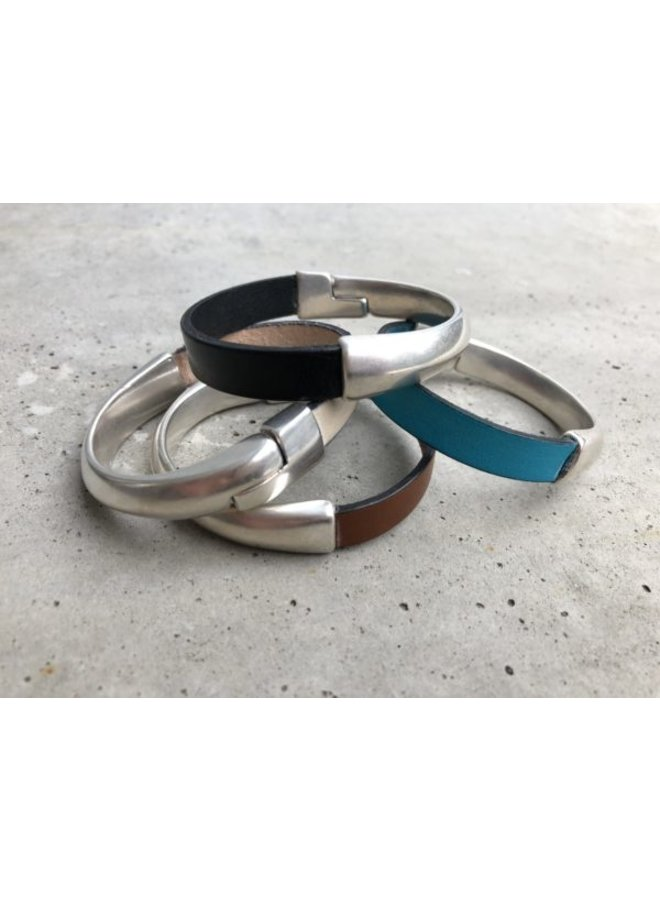 leather band bracelet w. magnetic clasp