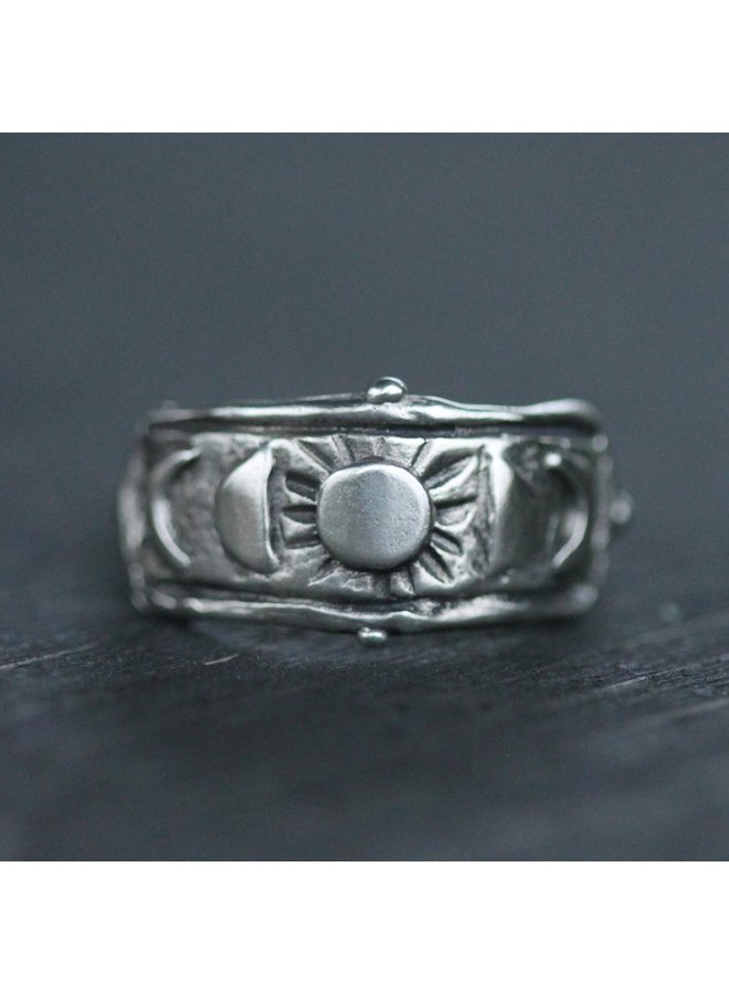 Moon Goddess Ring / Sterling Silver / size 7