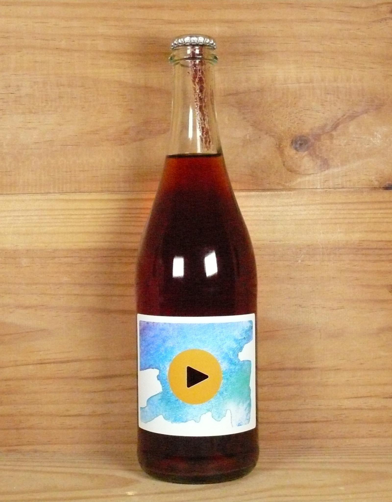 "Utopia ""Play Ladadayda"" Apple-Grape Wine"