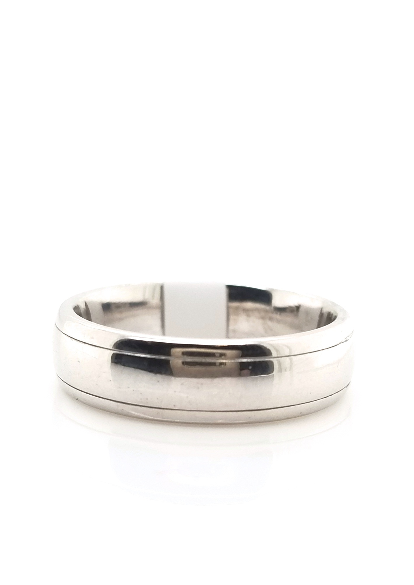 18kt wg half round band with edge size 8.5