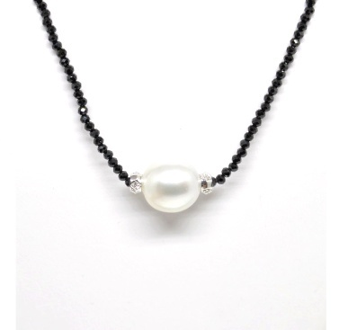 """South Sea White Pearl 11-12mm, Black Spinel 17"""" Strand"""