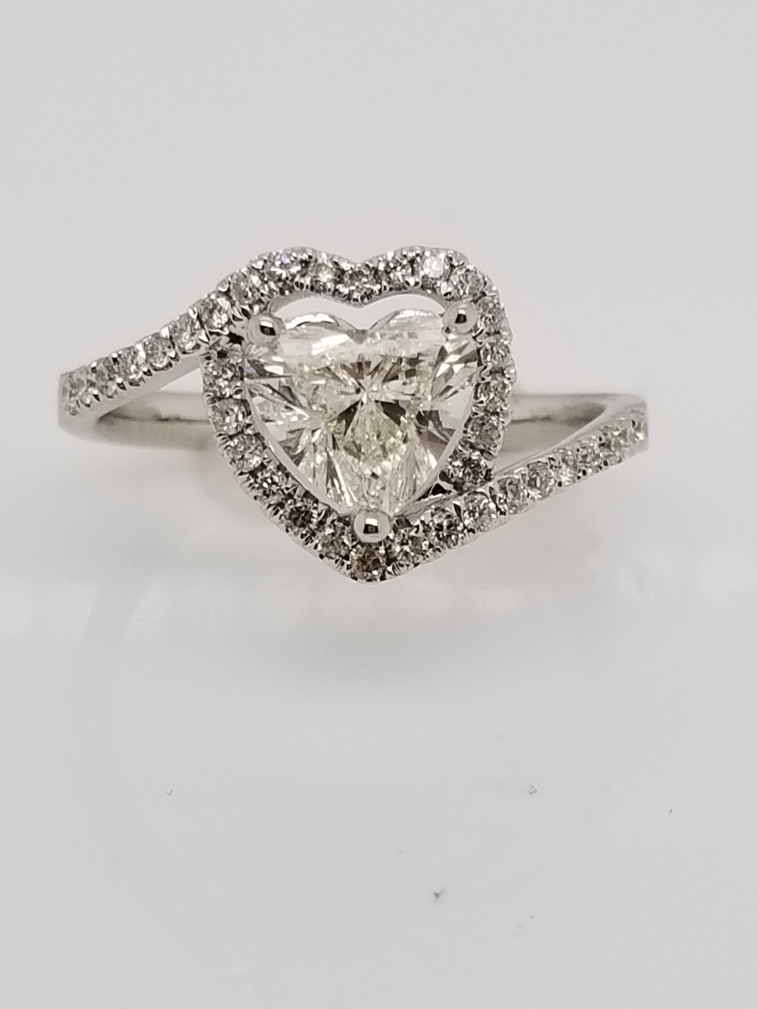 18kt White Gold Heart Diamond 0.96ct Ring