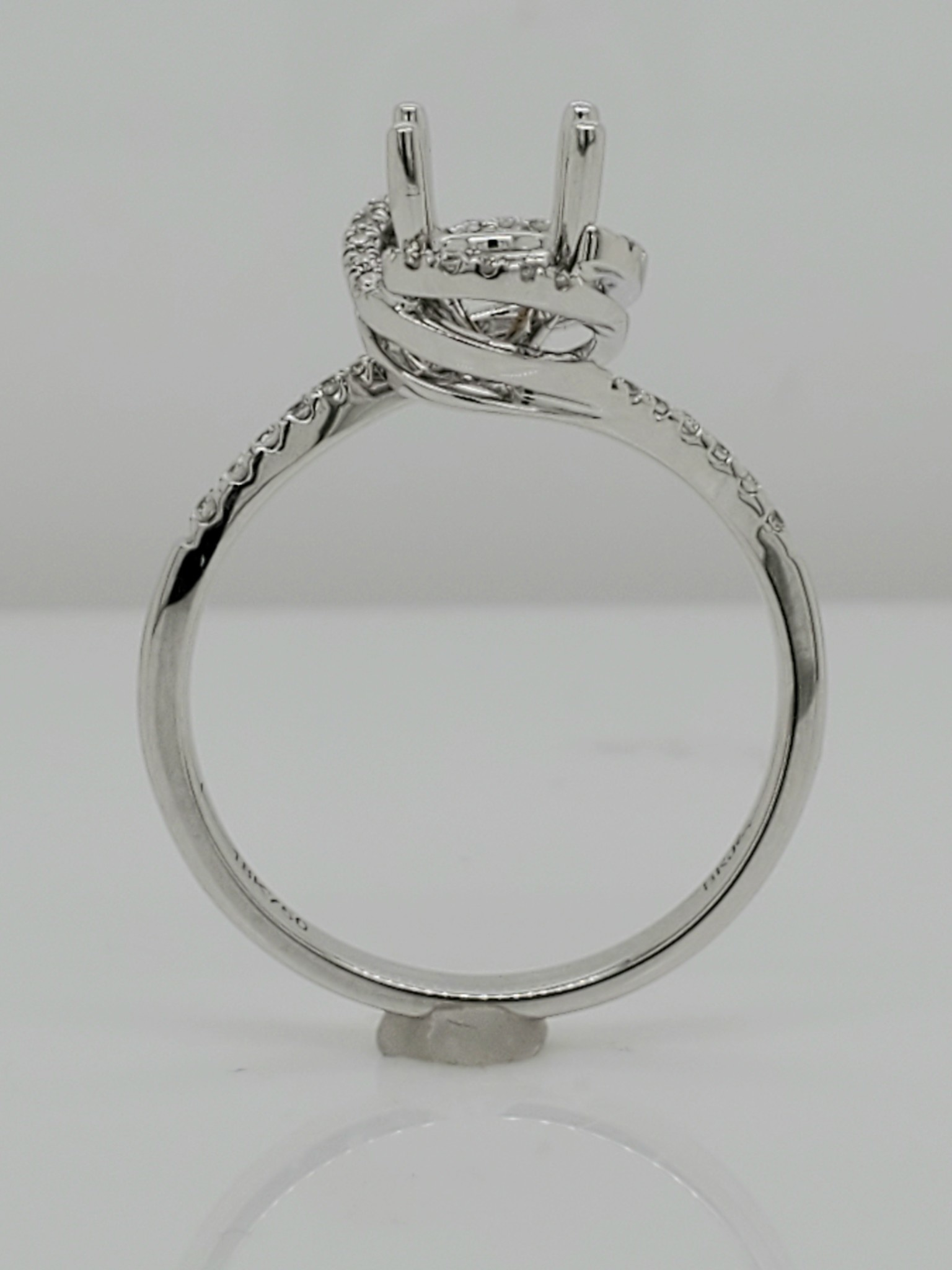 18KT White Gold Diamond Engagement Ring Setting w/ Halo 0.13 CTTW