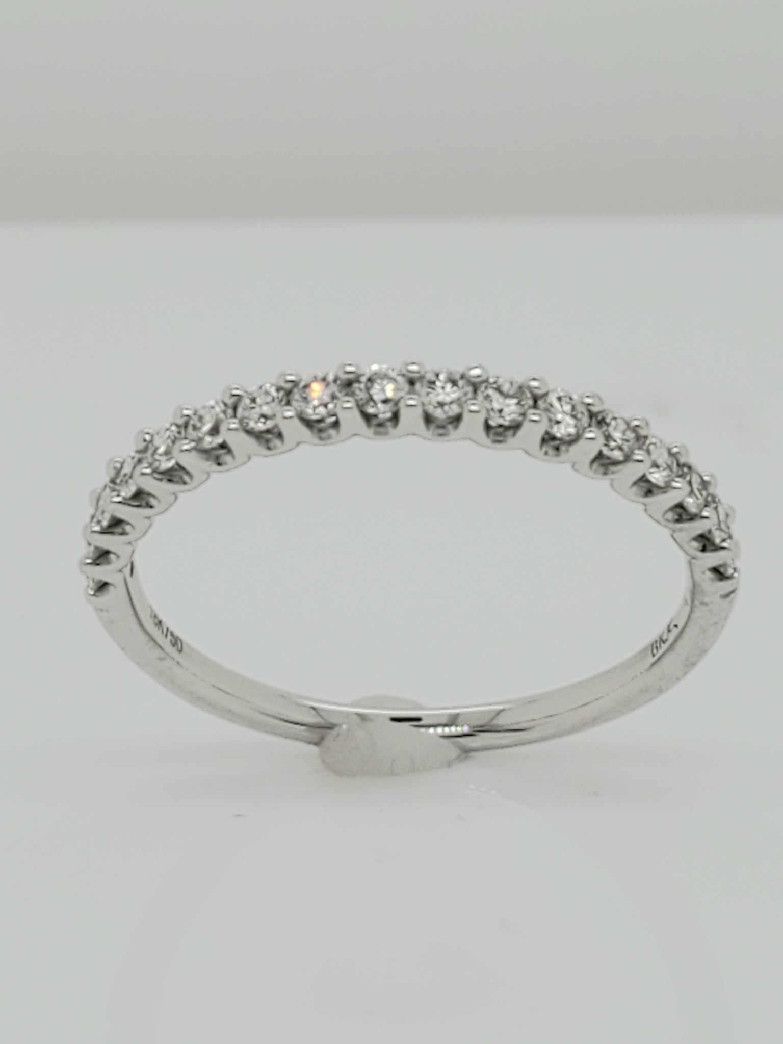 18KT White Gold Diamond Wedding Band 0.33 CTTW
