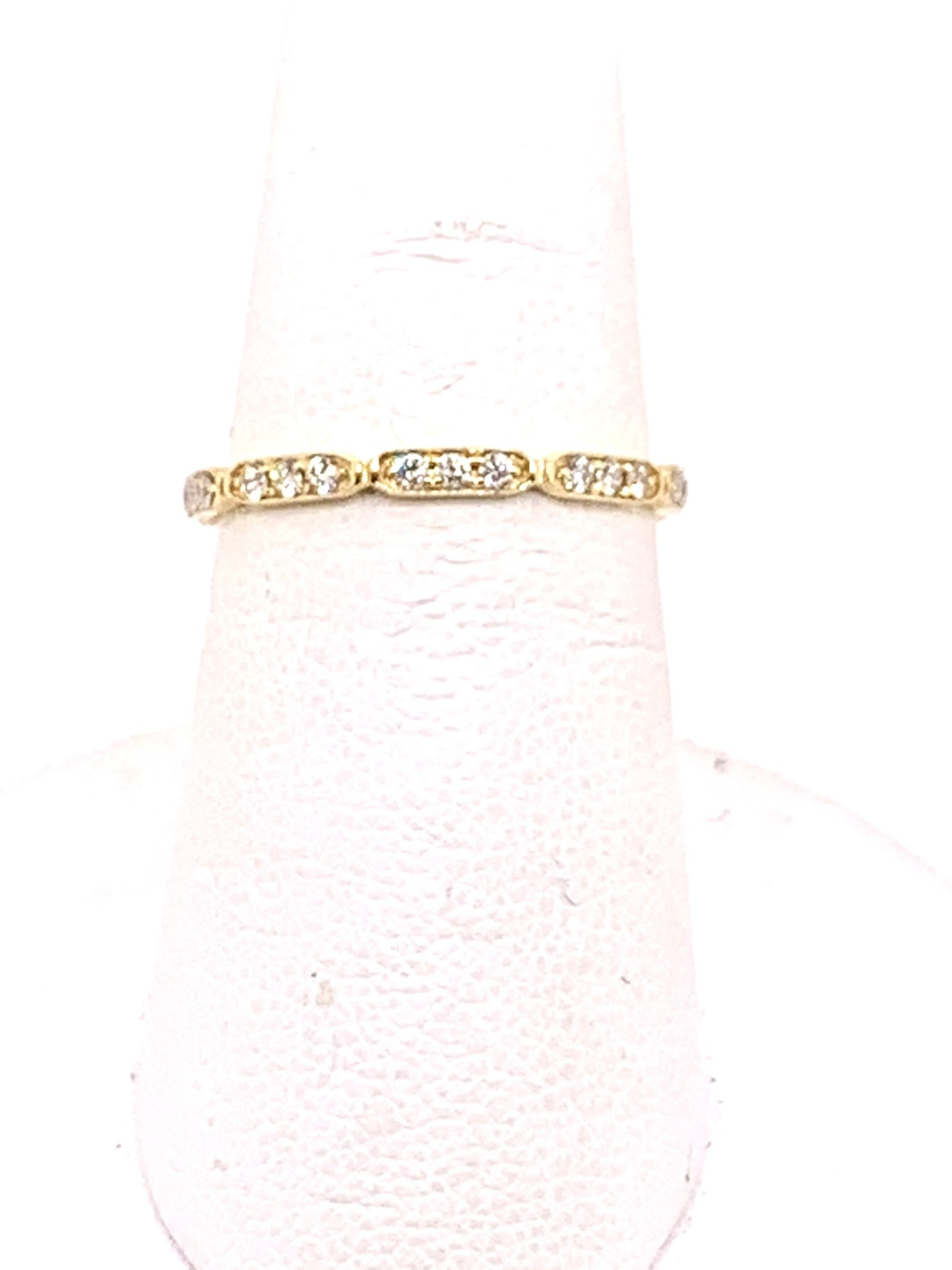Yellow gold 0.28ct diamond wedding band