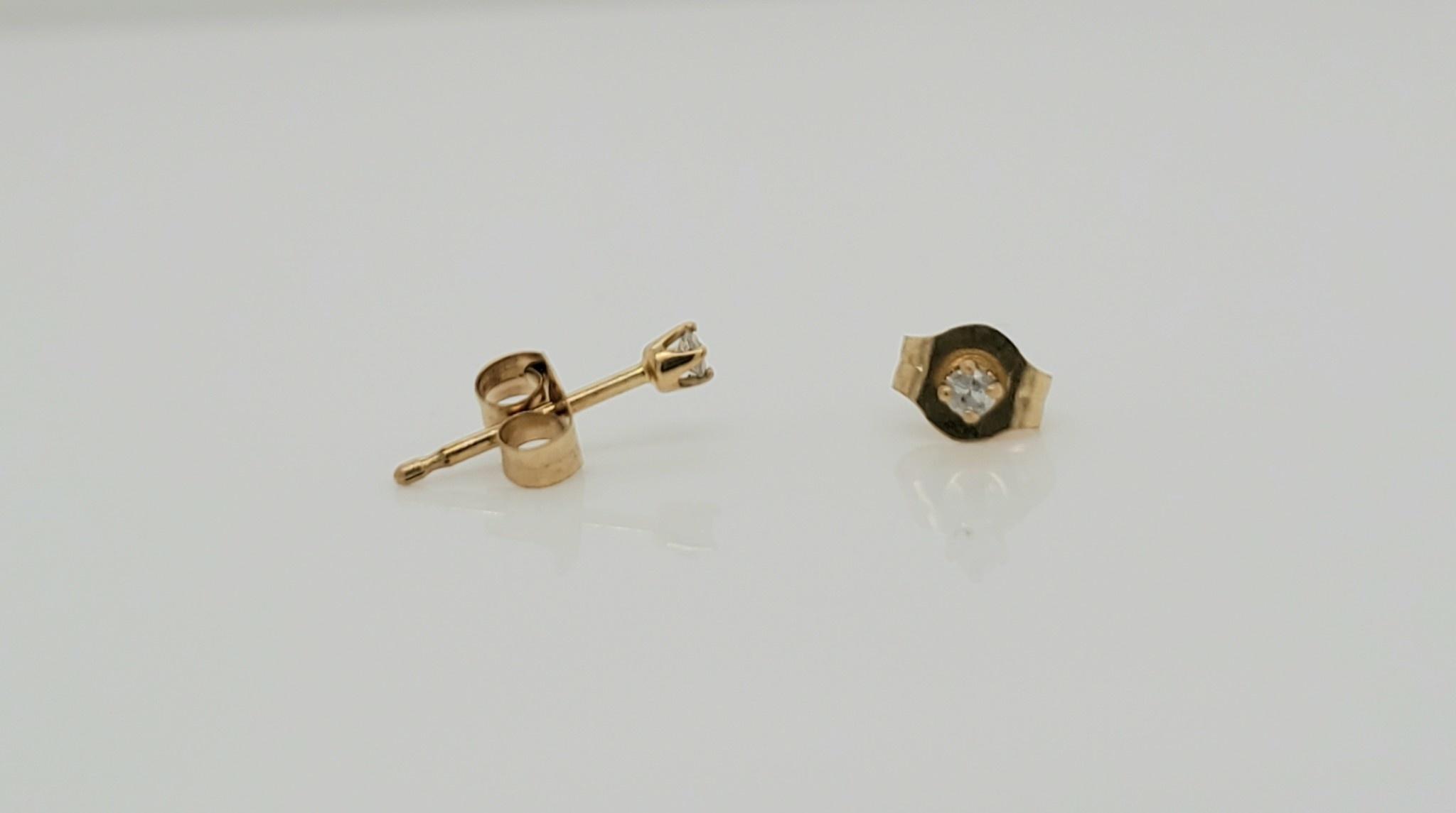 14KT Yellow Gold 0.05 CTW Diamond Stud Earrings