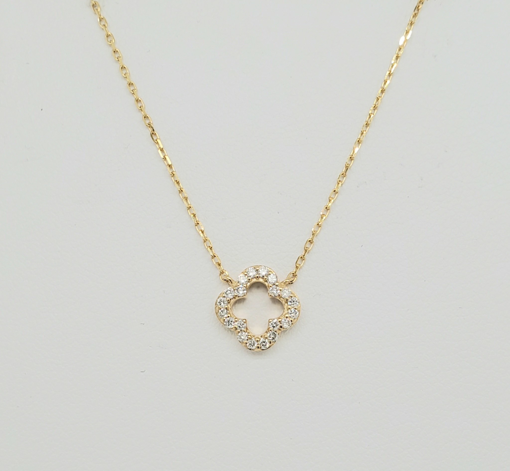 14KT Yellow Gold 4-Leaf Clover Diamond Necklace 0.15 CTW