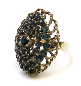 18K Gold Oval Ring with 31 Sapphires