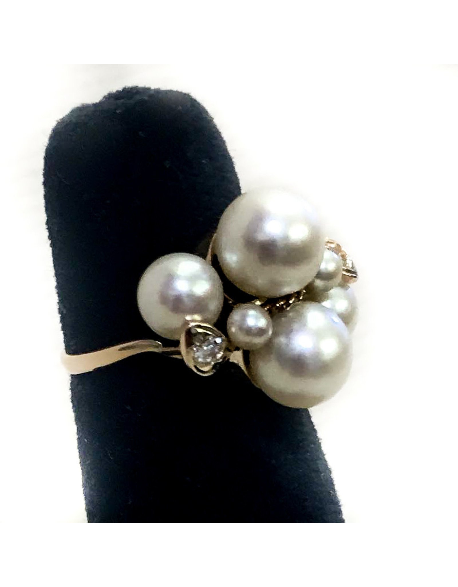 14K Gold Ring with 6 Pearls 2 Diamonds