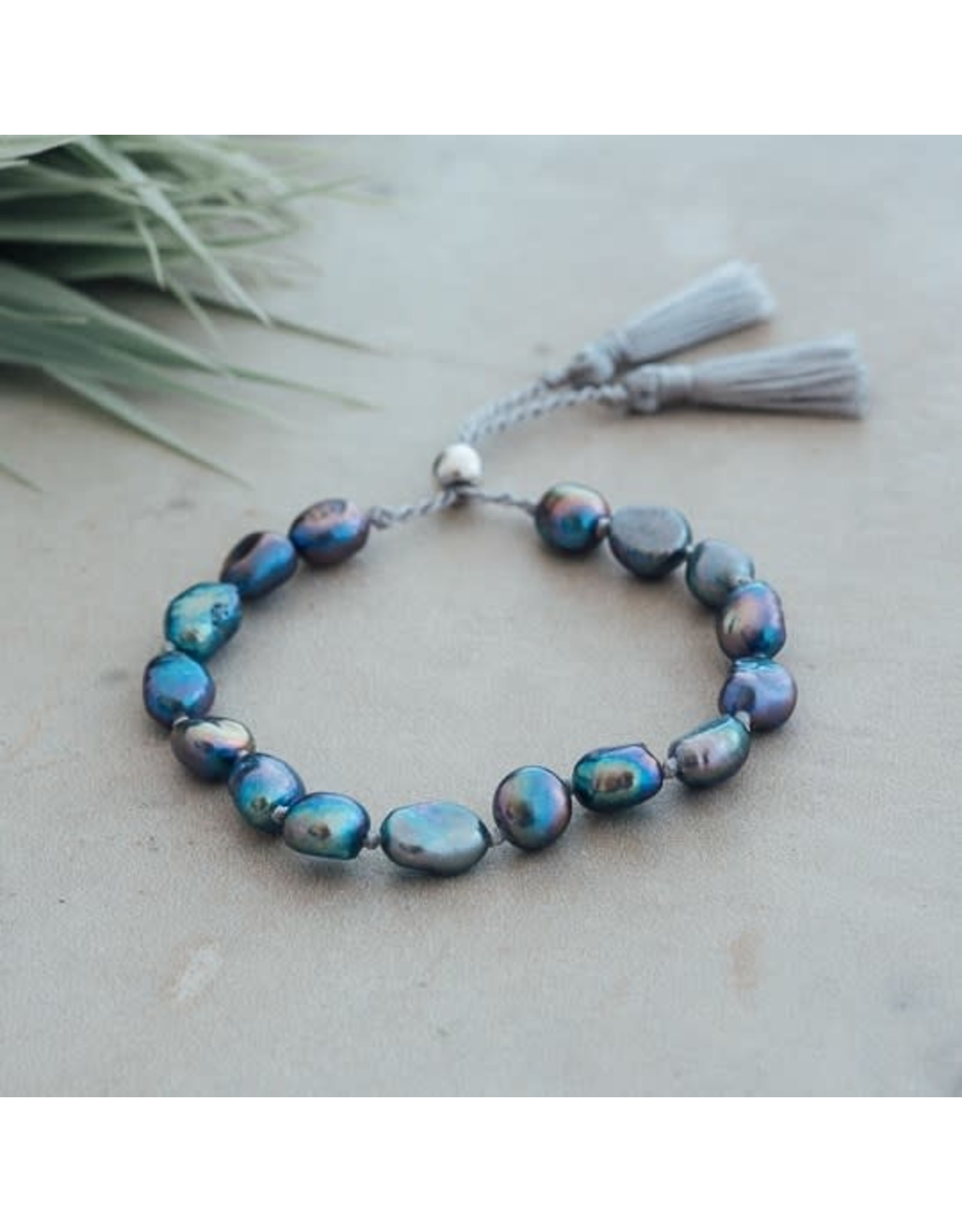 Glee jewelry Humble Bracelet, Oil Pearl, Grey