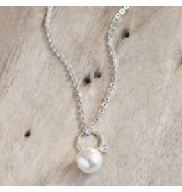 Glee jewelry Betty Necklace/Smokey/White Pearl/Silver
