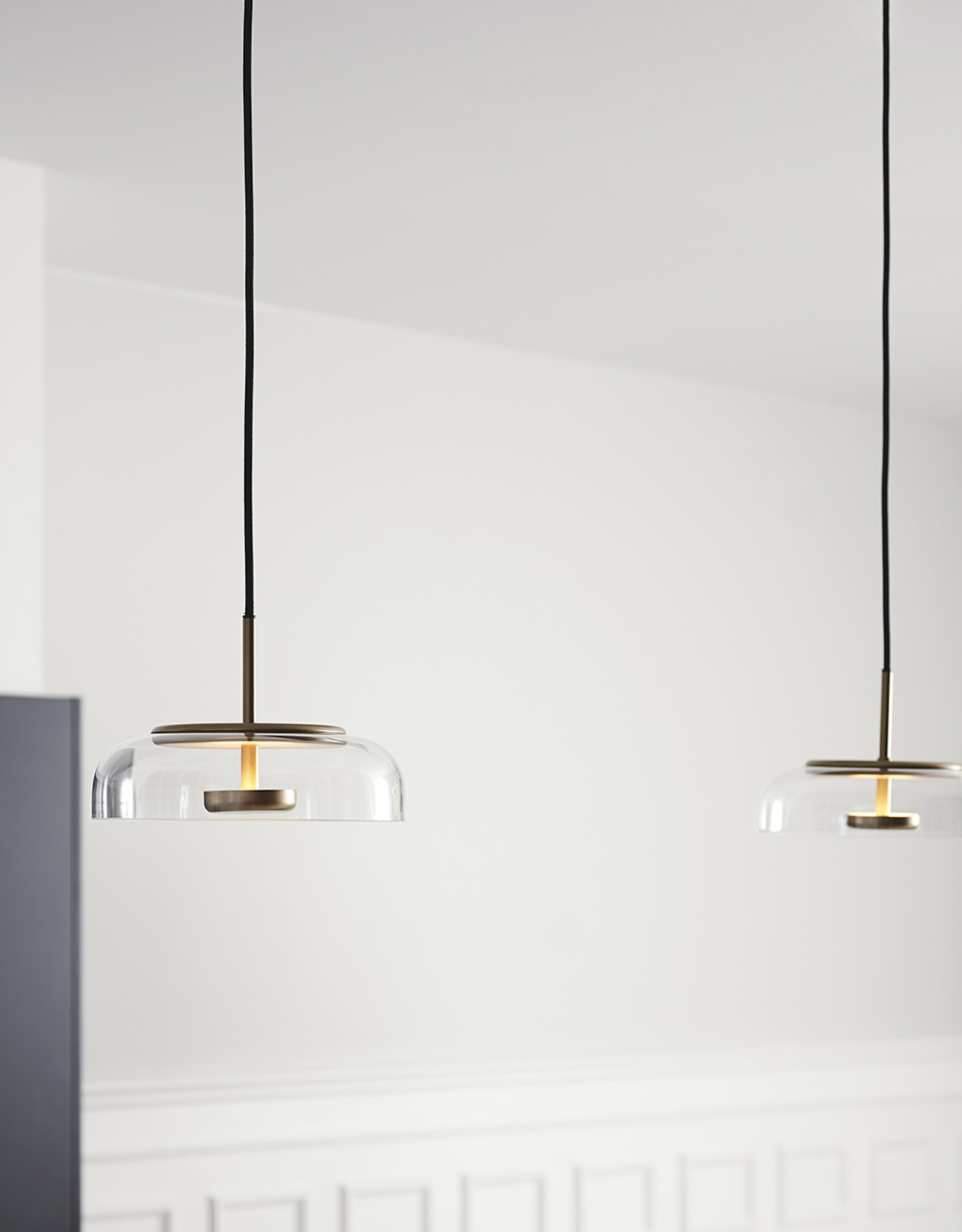 Nuura Blossi 1 pendant by Sofie Refer | Nordic gold/optic clear