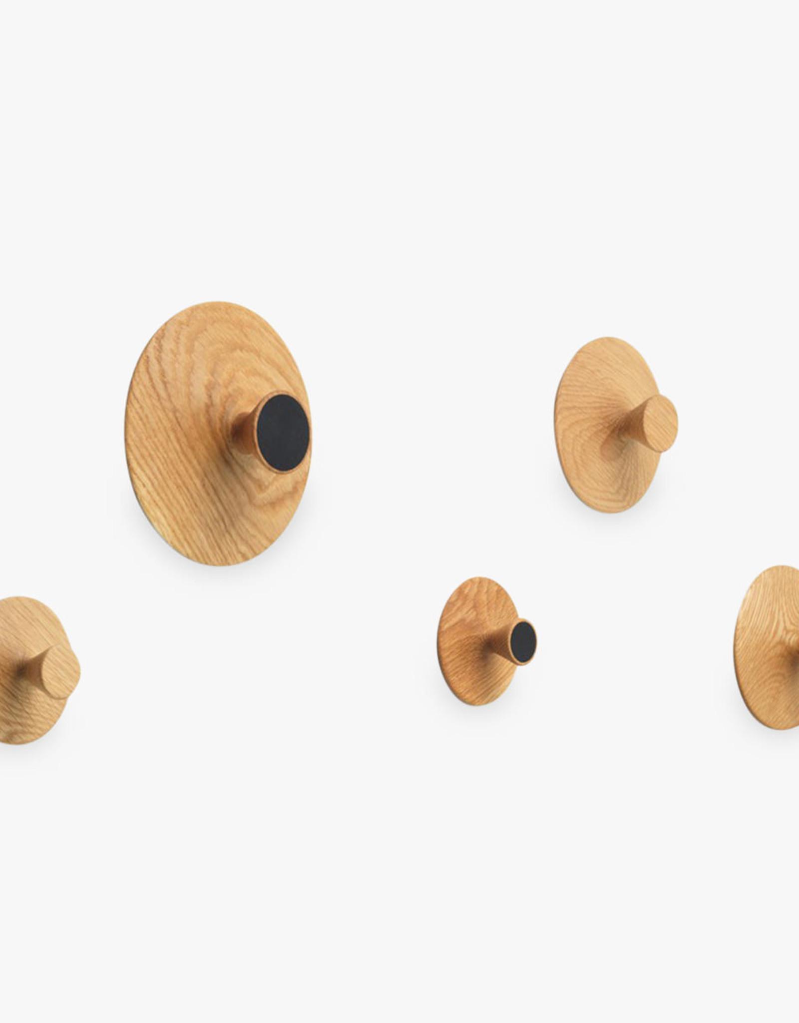 Nipple hook by Hans Sandgren Jakobsen | Oiled oak