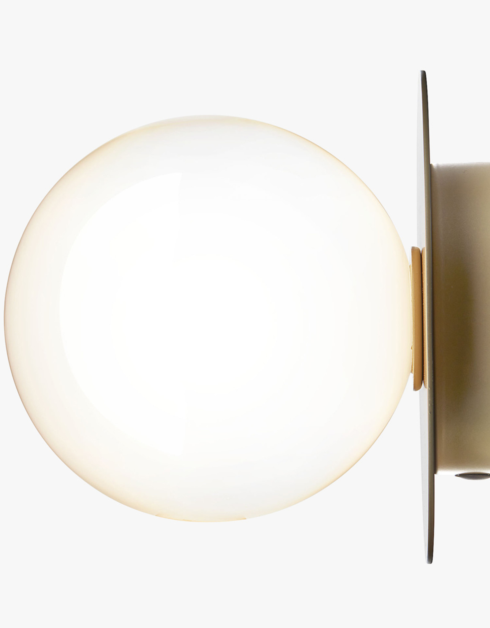 Nuura Liila 1 wall light by Sofie Refer | M | Nordic gold/opal white