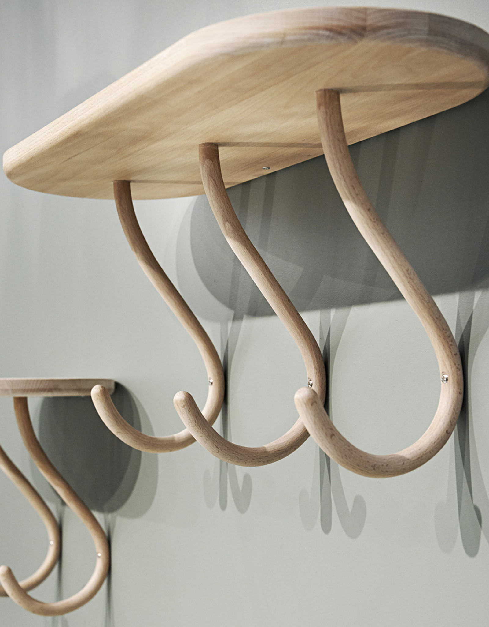 Kapten 3 by Mia Cullin | 3 Hooks| Shelf | White pigment lacquer beech