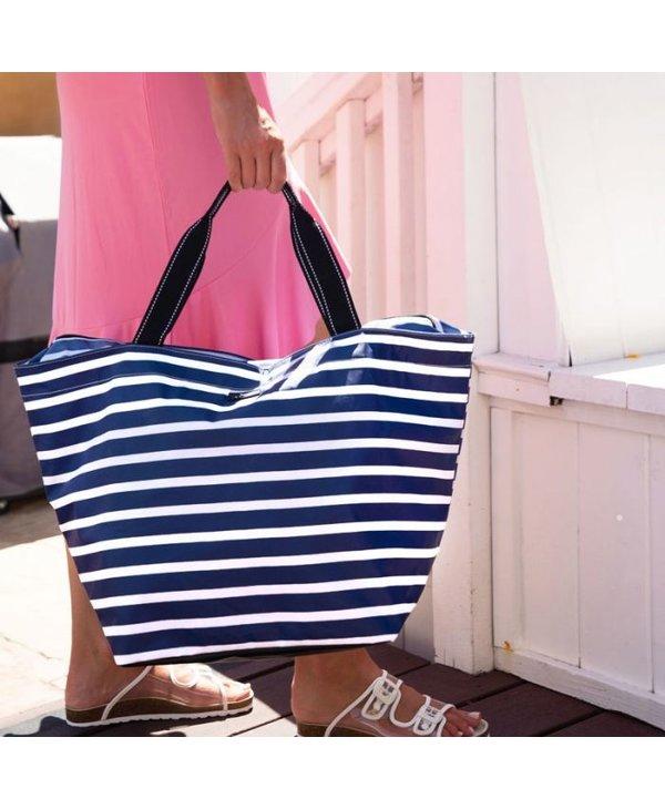 Weekender Travel Bag in Nantucket Navy