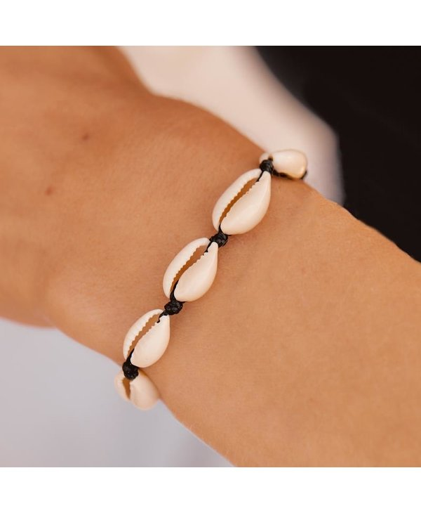 Knotted Cowries Bracelet in Black