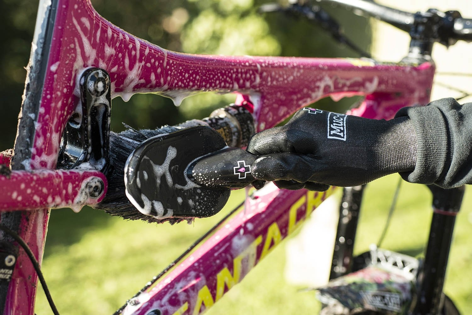 how to clean your bike muc off brush