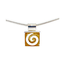 VICTORIA VARGA MINI SWIRL NECKLACE