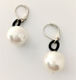 Sea Lilly Black Piano Wire Earrings with Pearl