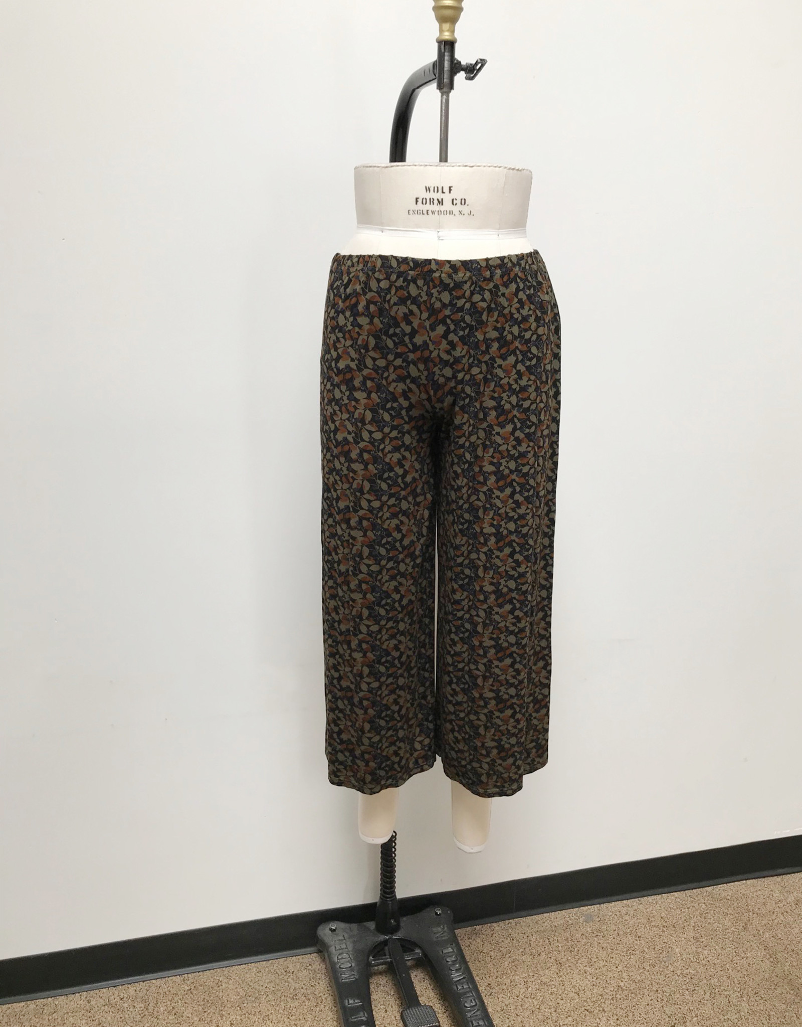Cut Loose Fall Leaf Jersey Cropped Pant