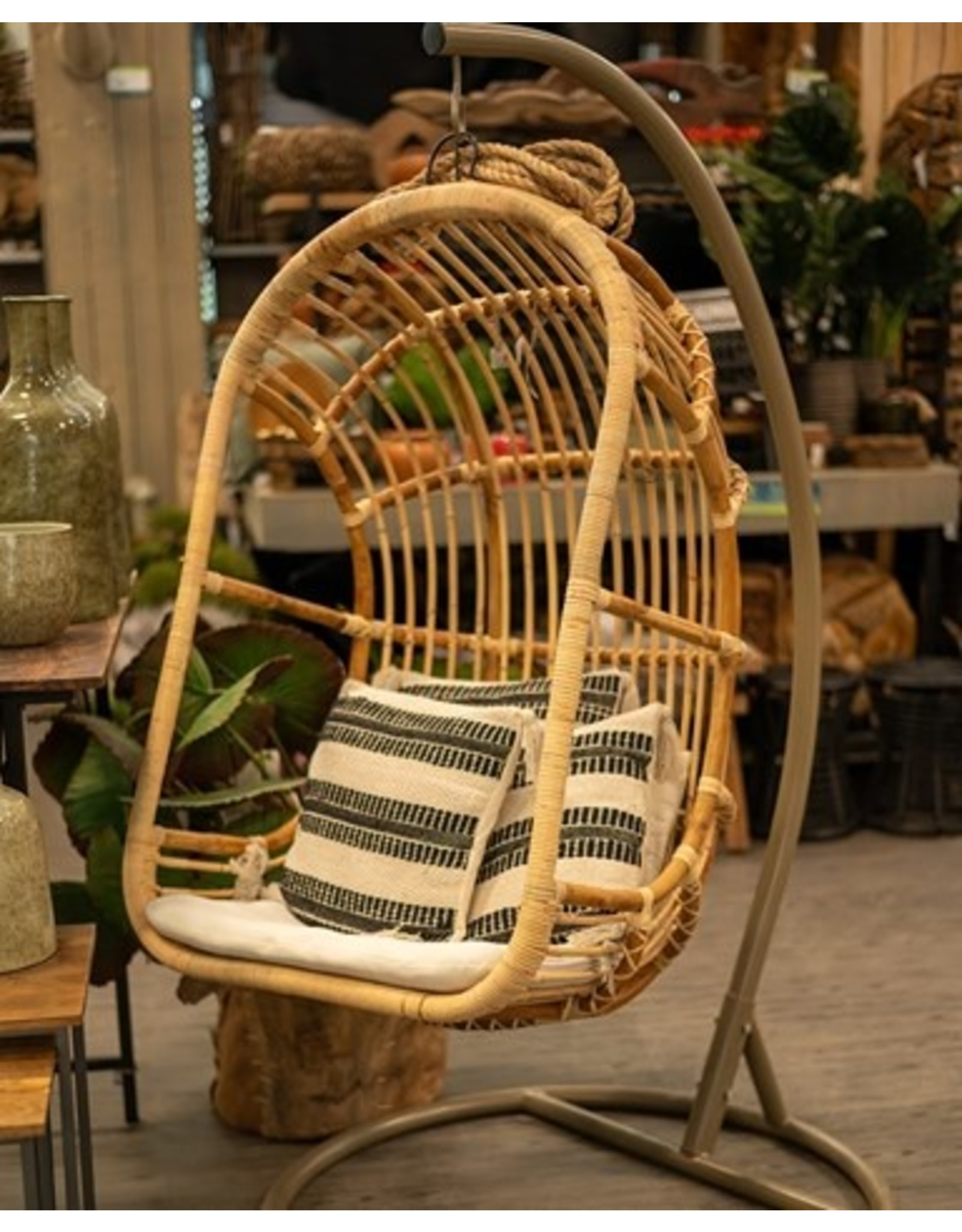 Van der Leeden Mandwerk Egg Chair Rattan Blond 77X69H120cm - Incl Cushion