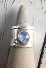 TigerMtn Sterling Silver Wide Hammered Band Ring with bezel-set Labradorite, Size 8