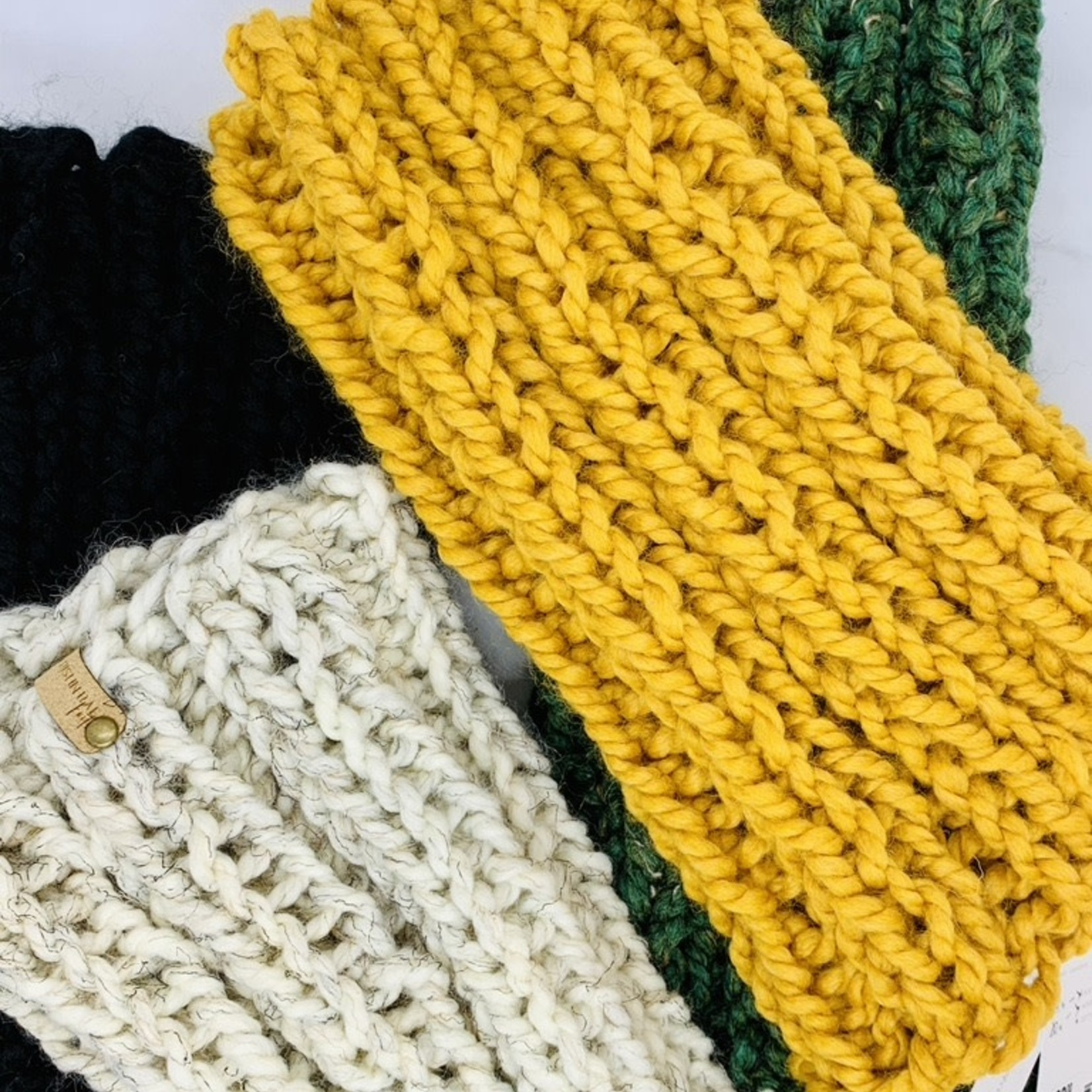 Knit Mini Cowl