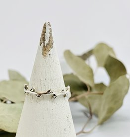 Tiny Alternating Leaves Ring
