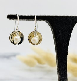 Handmade hammered disc, pearl Earrings