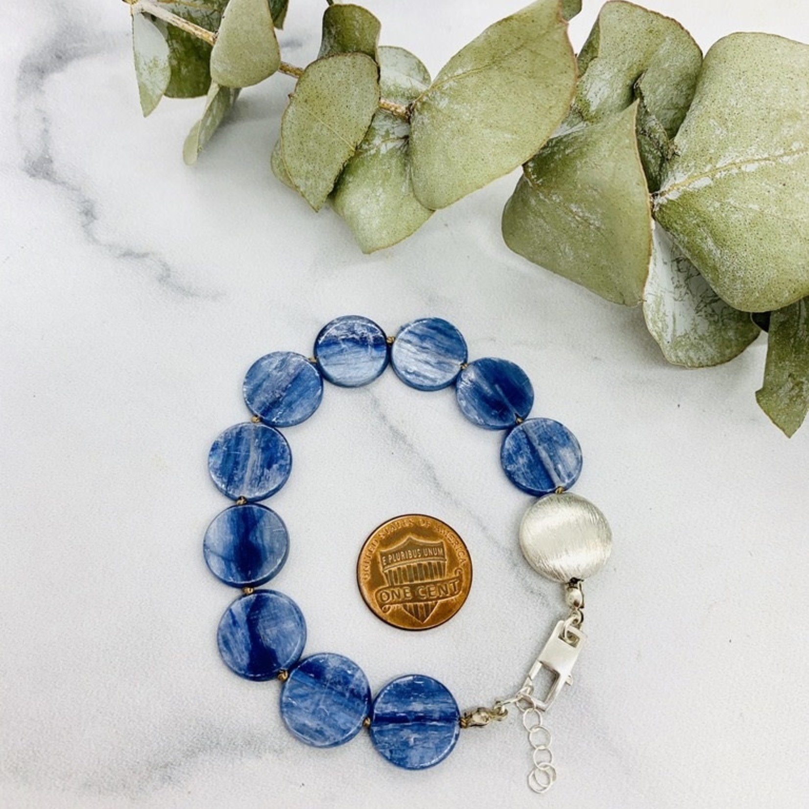 Handmade bracelet with 10 kyanite coins, 1 brushed silver knotted on natural silk