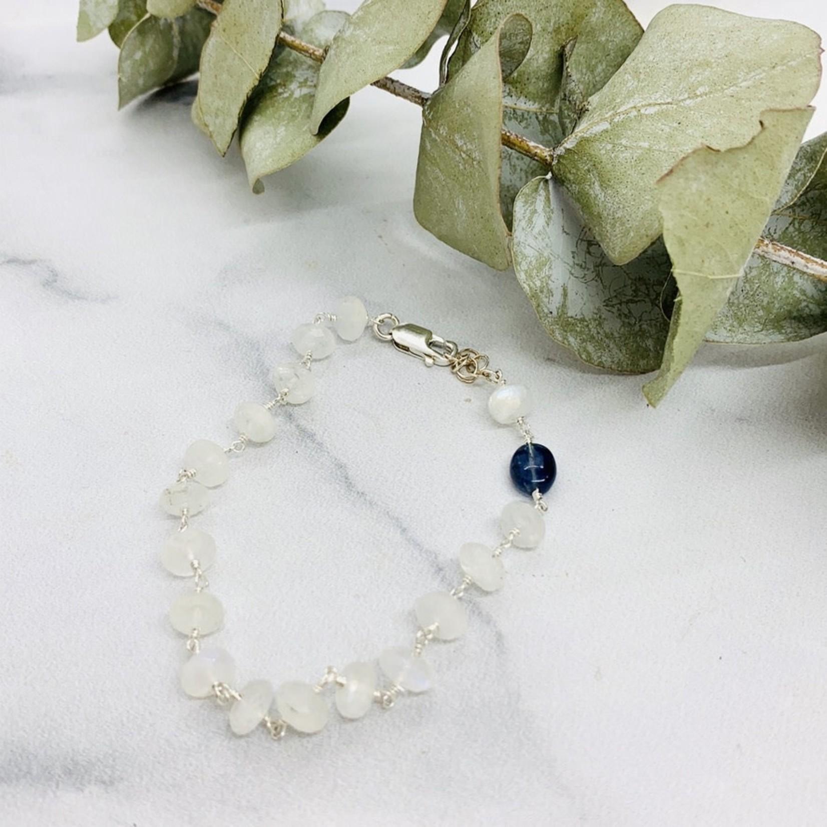 Handmade bracelet with connected rainbow moonstone, 1 kyanite