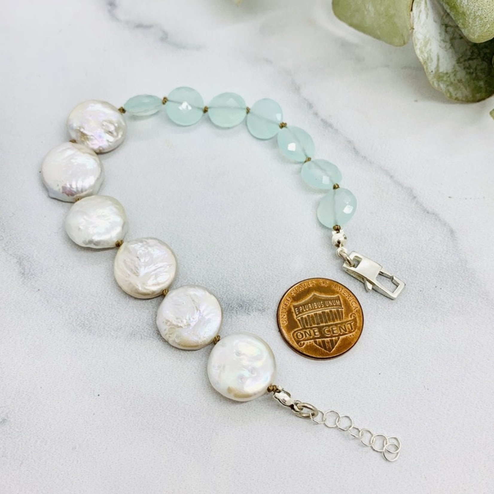 Handmade bracelet with 6 white coin pearls, 7 peruvian chalcedony coins knotted on natural silk