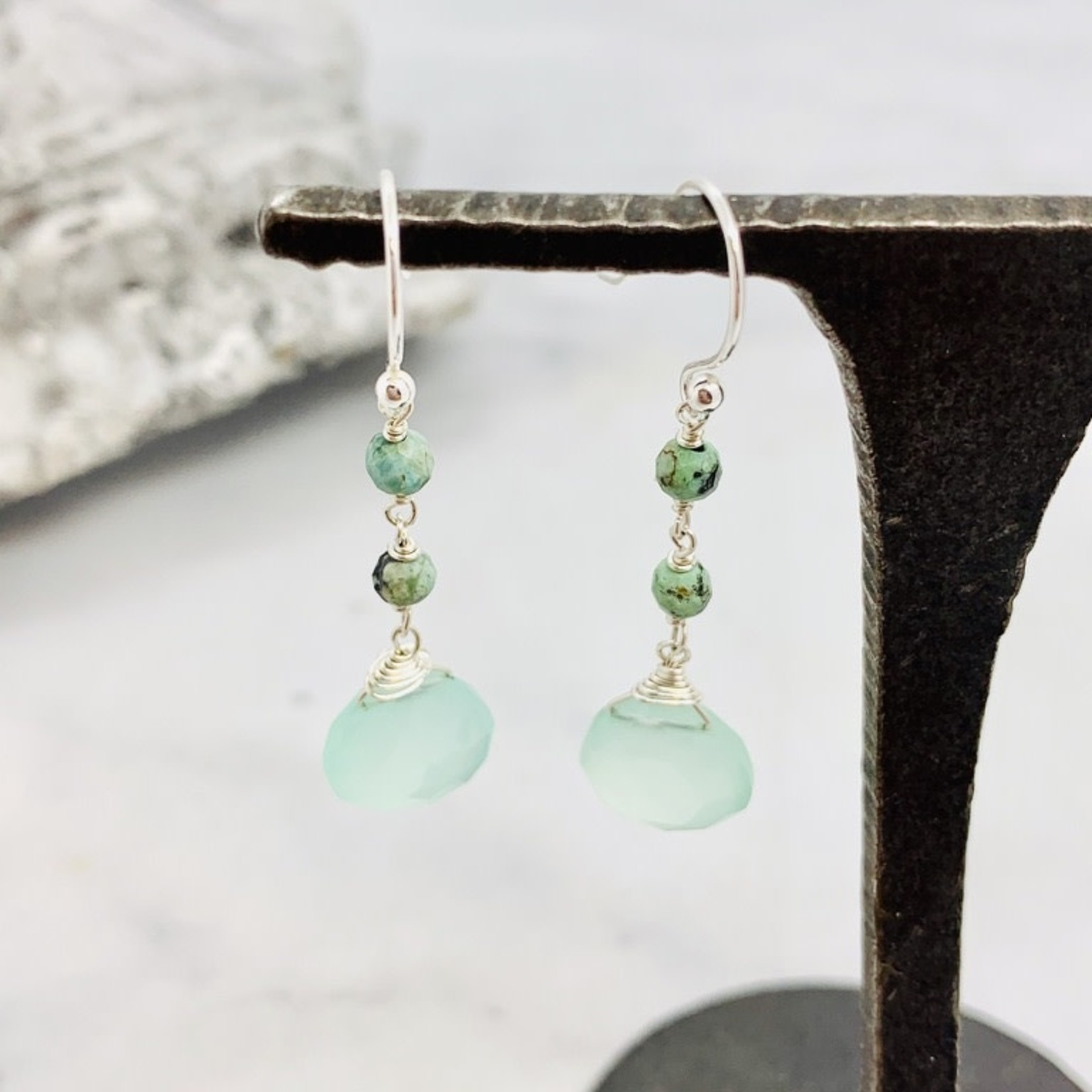 Handmade earrings with 2 small turquoise and a peruvian chalcedony drop, SS