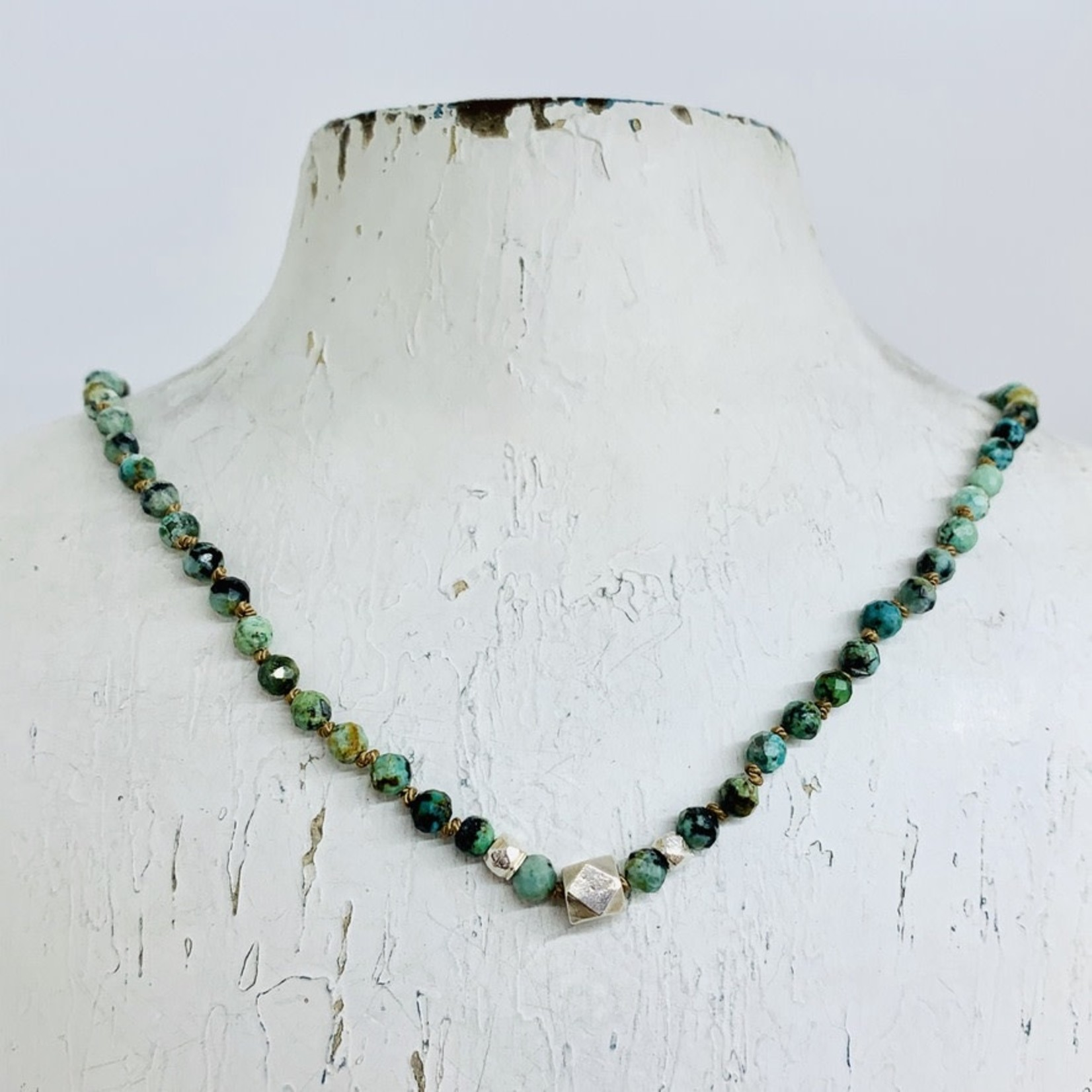 Handmade necklace with african turquoise, 3 faceted silver knotted on natural silk