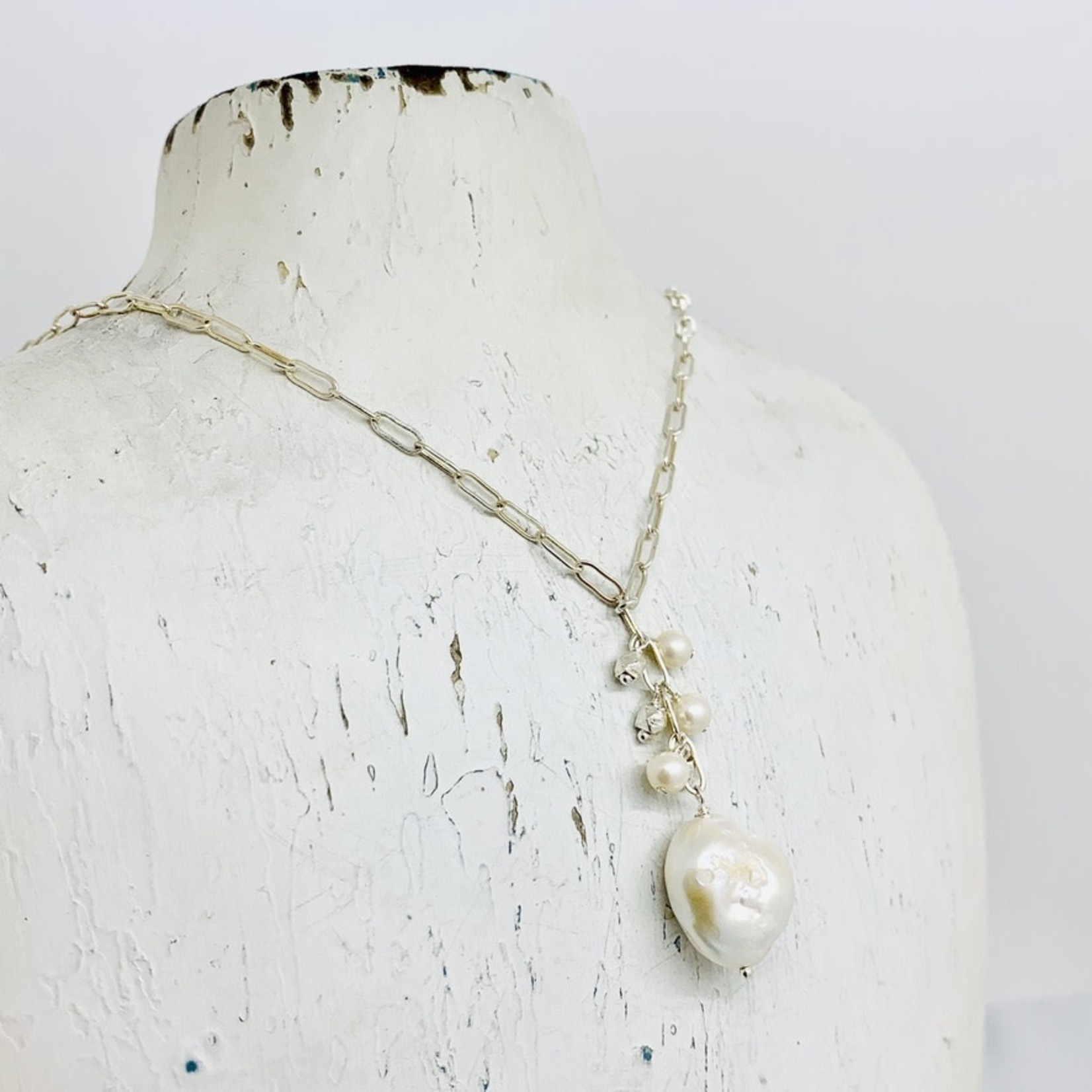 Handmade Necklace with baroque pearl, facted silver dangle, large oval chain