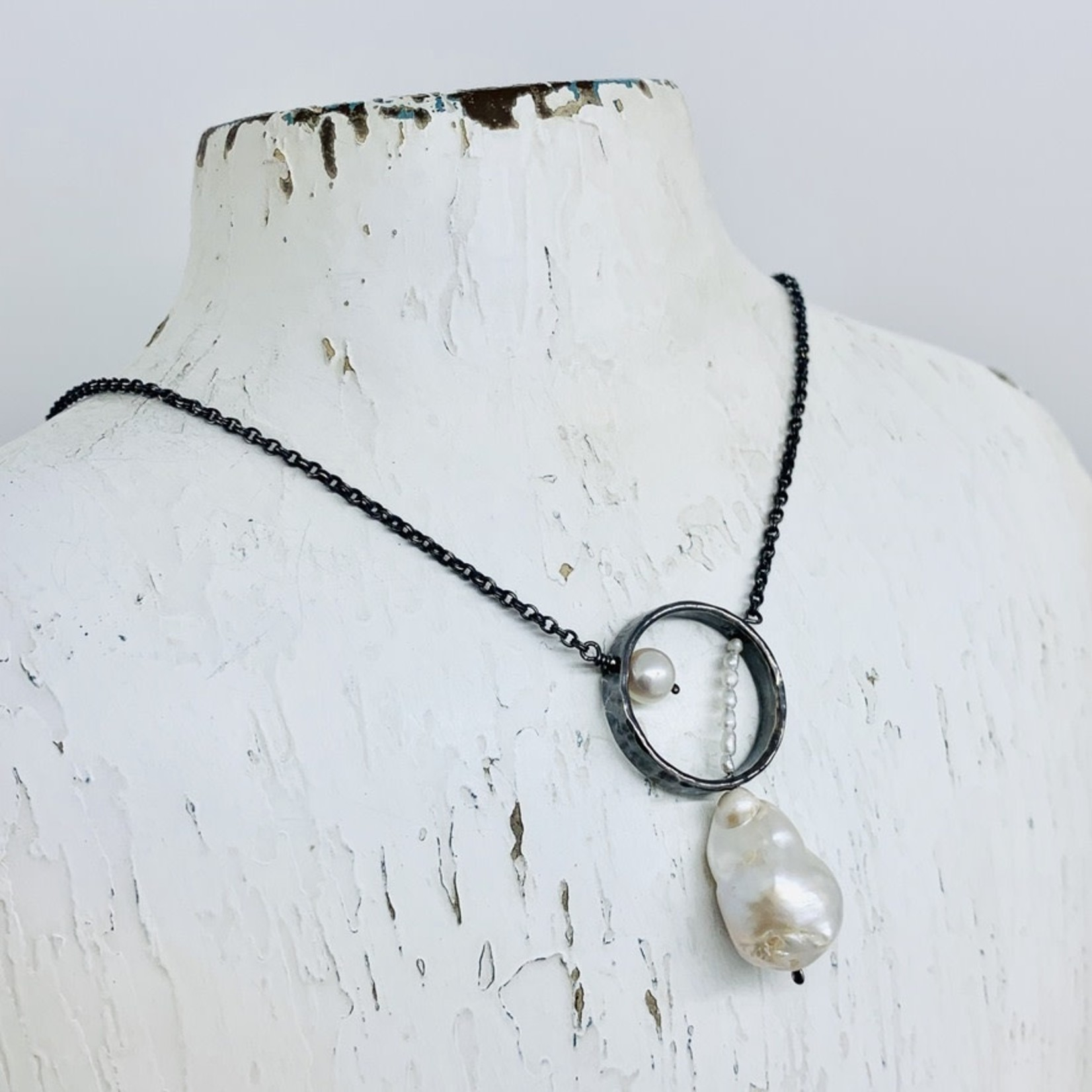 EVANKNOX Handmade Necklace with oxidized hammered ring, baroque pearl, white pearl, stack white pearls
