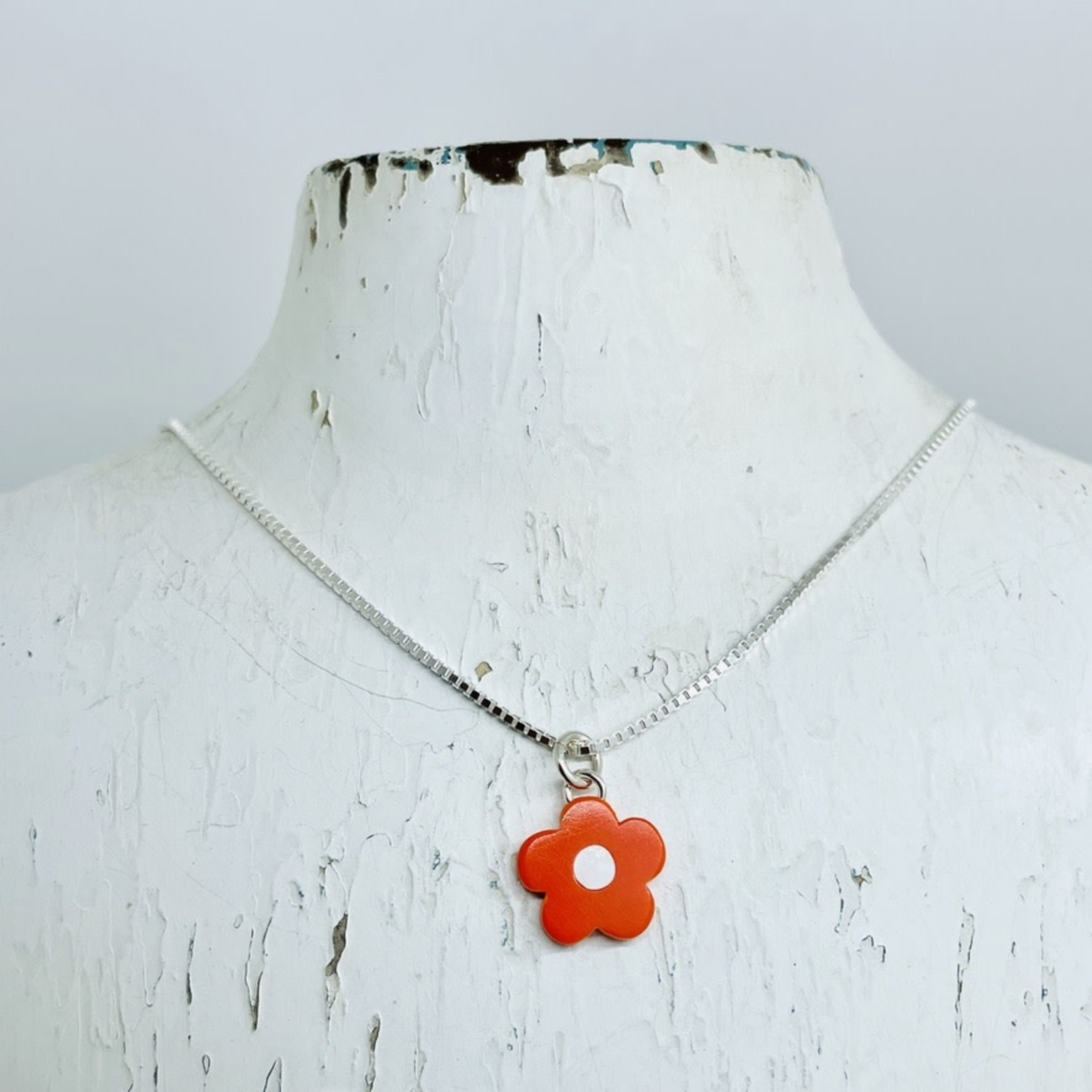 Woll Mod Flower Necklace