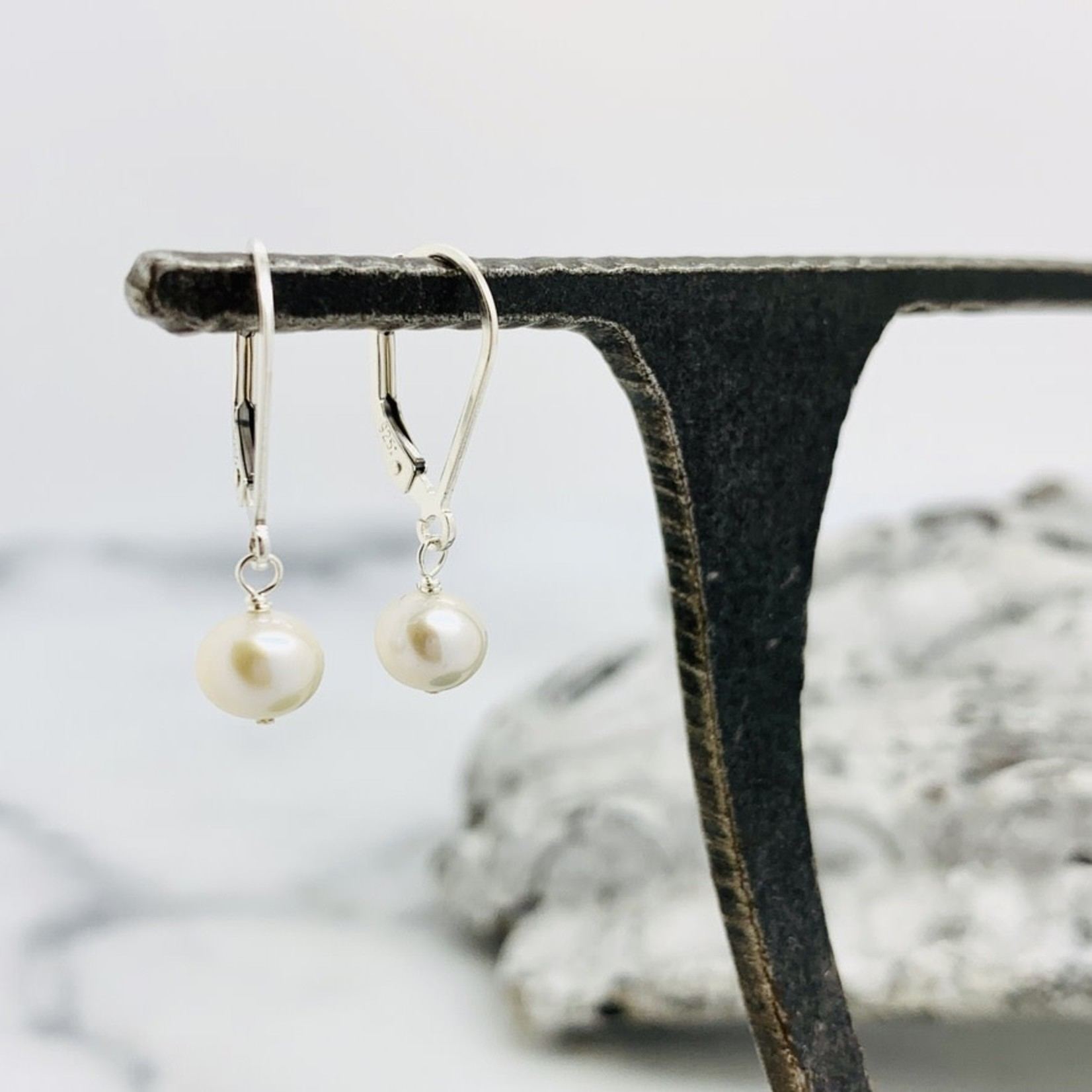 Silver and 6.5mm FW Pearl Earring with Leverback
