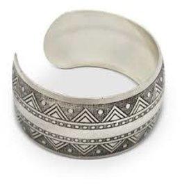 Asha Handicrafts Etched Silver Metal Bracelet