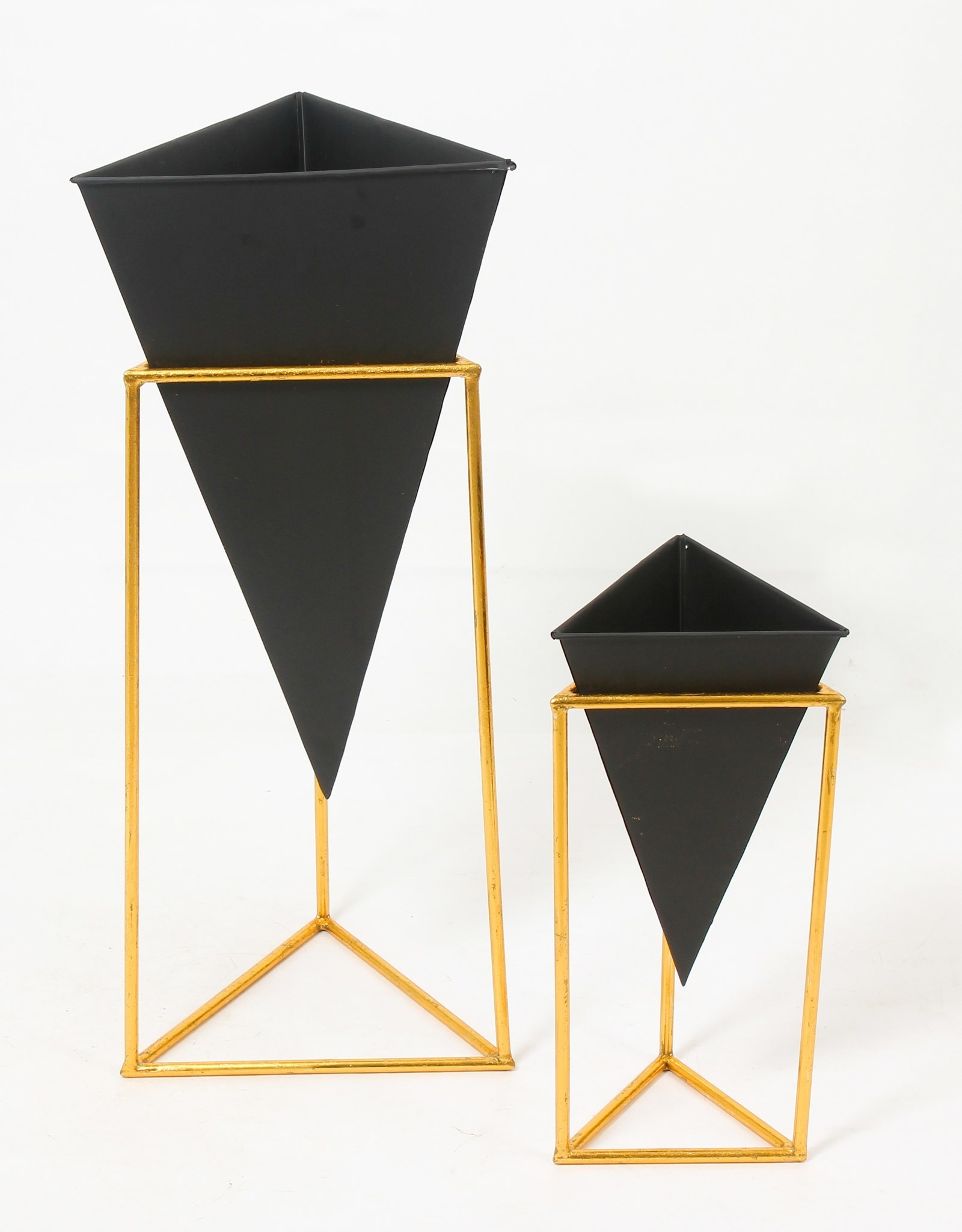 Planter CJ Black Triangle Pot With Stand Large