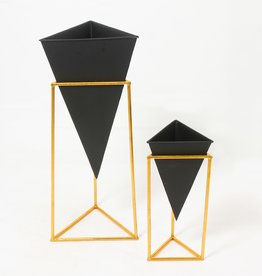 Planter CJ Black Triangle Pot With Stand Small
