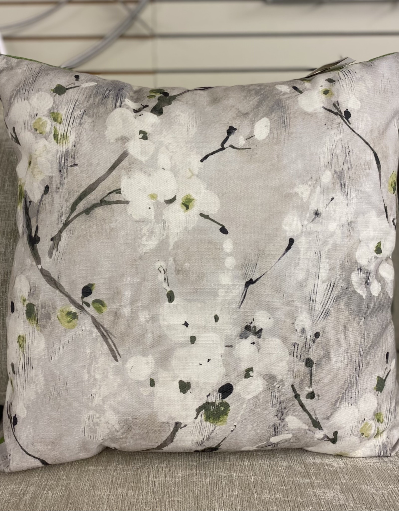 Cushions R&T White Flowers Green Back