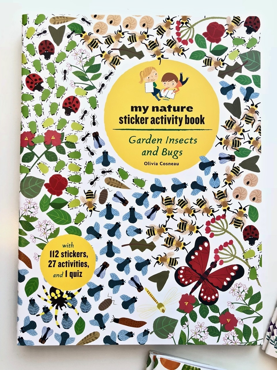 Hachette Sticker Activity Book: Garden Insects and Bugs