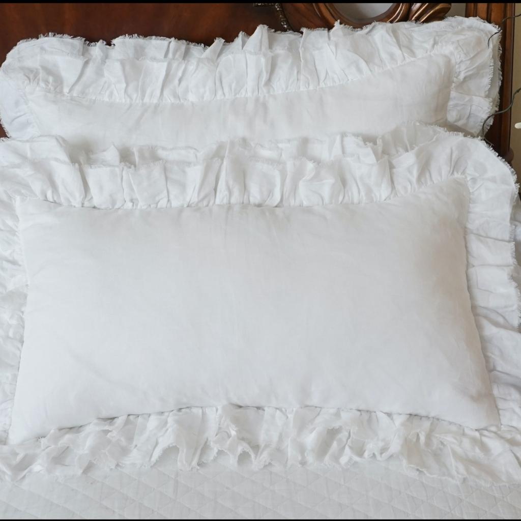 LPM Tara Lumbar Pillow, white
