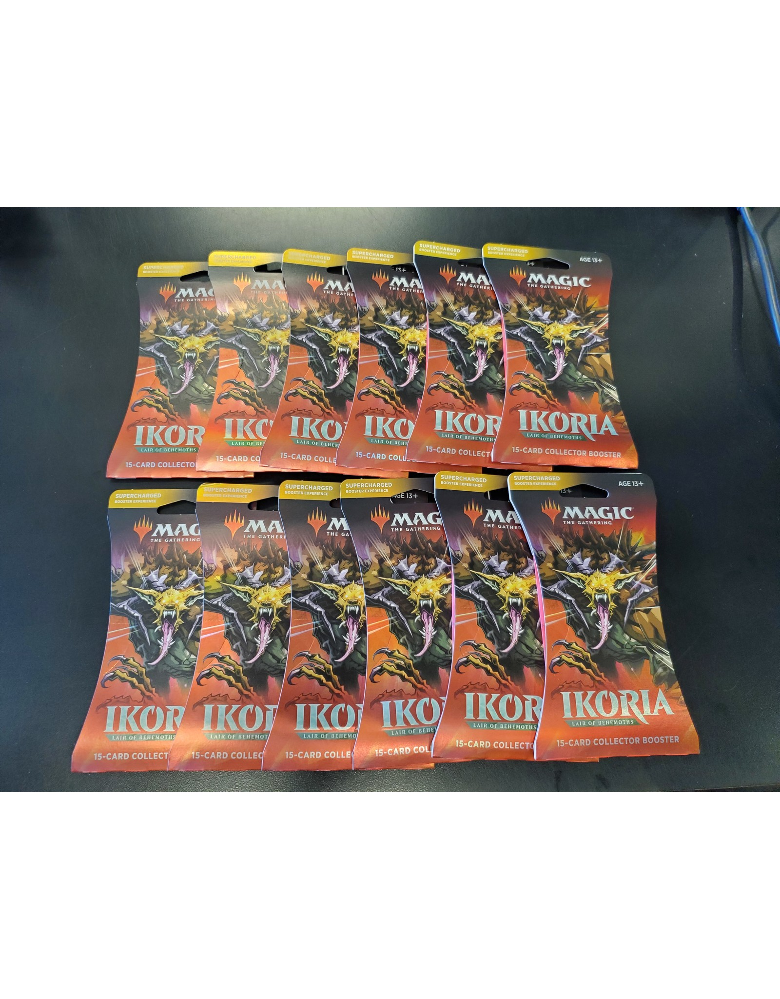 Magic MTG: Ikoria - Lair of Behemoths Collector Booster [pack of 12]