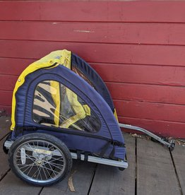 Instep bike trailer with hitch
