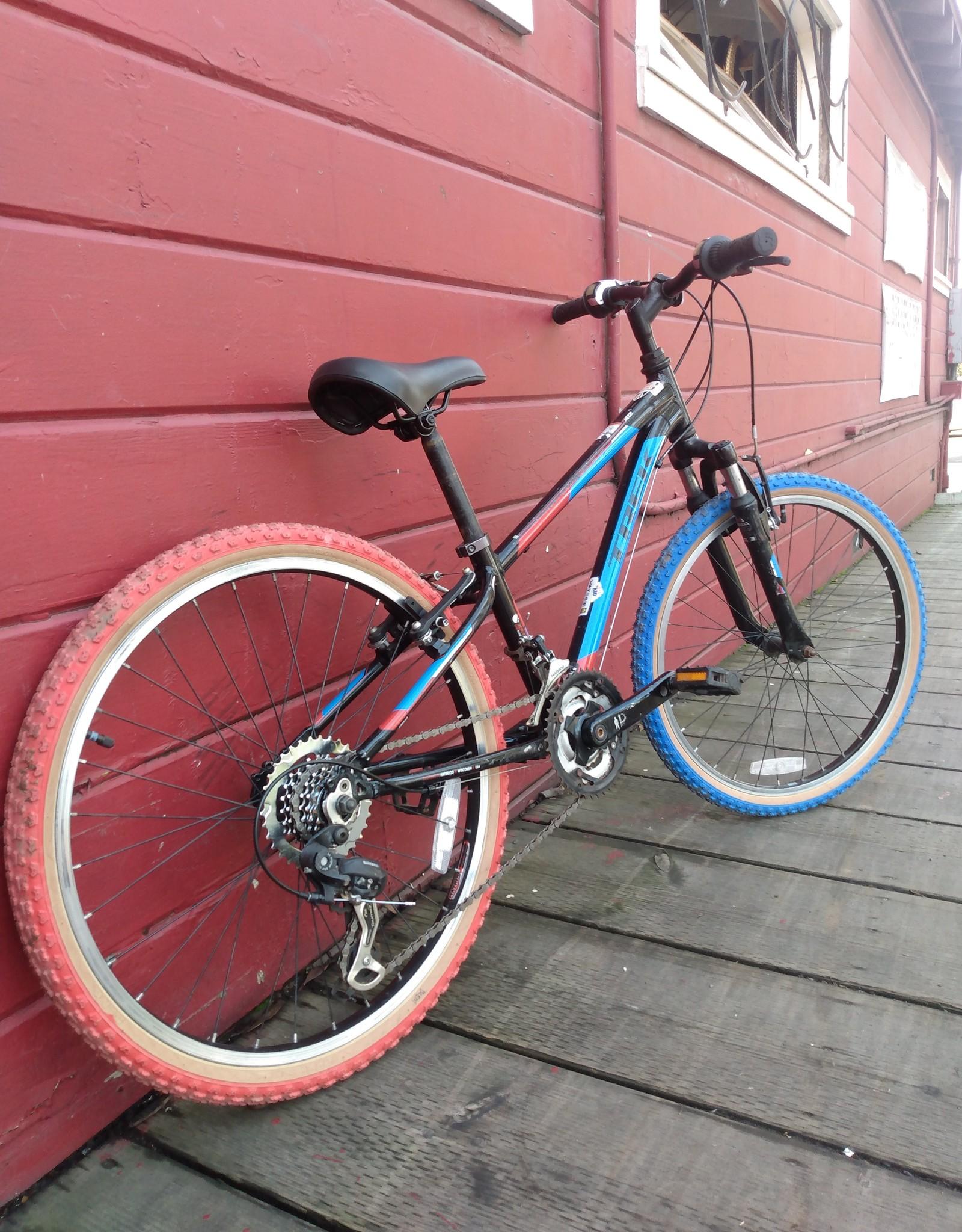 Trek MT220 - 24in Wheels